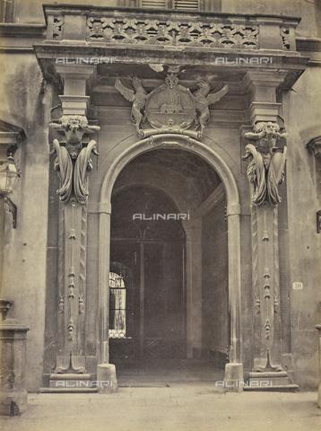 AVQ-A-004912-0002 - Entrance portal of Palazzo Fenzi or Palazzo Fenzi-Marucelli, via San Gallo, Florence - Date of photography: 1890-1900 - Fratelli Alinari Museum Collections, Florence