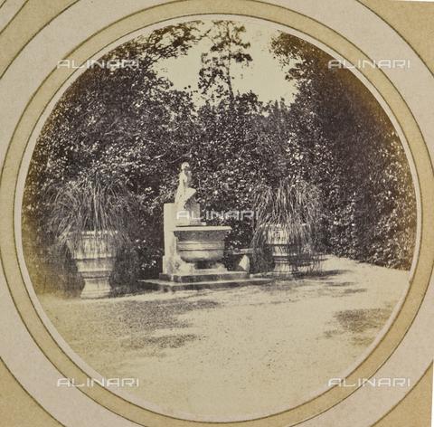 AVQ-A-004912-0011 - Garden of Villa Vrindavana, formerly Villa Fenzi, Sant 'Andrea in Percussina, San Casciano val di Pesa - Date of photography: 1890-1900 - Fratelli Alinari Museum Collections, Florence