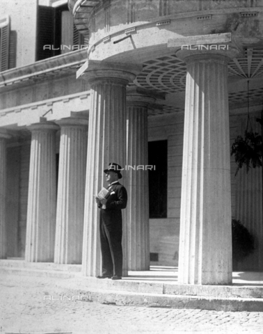 BAA-F-000037-0000 - Benito Mussolini in morning suit and top hat photographed at the Villa Torlania on the day of his daughter's, Edda, marriage to Galeazzo Ciano - Date of photography: 1930 - Fratelli Alinari Museum Collections-Badodi Archive, Florence
