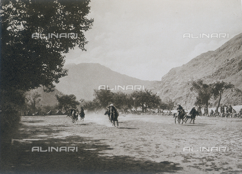 BAF-A-004889-0006 - The expedition to Karakorum and the western Himalaya's by Prince Luigi Amedeo of Savoy, Duke of Abruzzi: polo players in Parkutta - Data dello scatto: 1909 - Archivi Alinari, Firenze