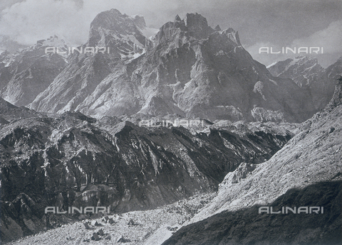 BAF-A-004889-0012 - The expedition in Karakorum and in the western Himalalya's by Prince Amedeo of Savoy, Duke of Abruzzi: the first camp in the Baltoro glacier - Data dello scatto: 1909 - Archivi Alinari, Firenze