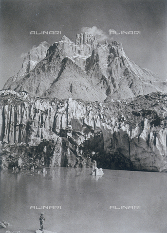 BAF-A-004889-0013 - The expedition in Karakorum and in the western Himalaya's by Prince Luigi of Savoy, Duke of Abruzzi: view from the Baltoro glacier - Data dello scatto: 1909 - Archivi Alinari, Firenze