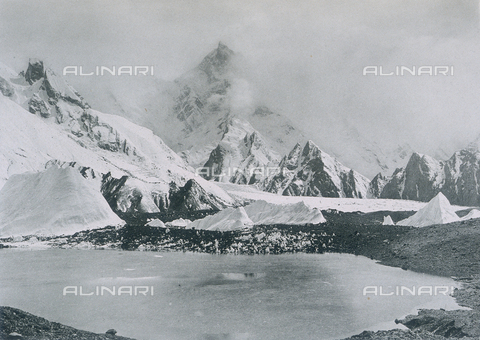 BAF-A-004889-0016 - The expedition in Karakorum and in the western Himalaya's by Prince Amedeo of Savoy. Duke of Abruzzi: Masherbrum seen from the Baltoro glacier - Data dello scatto: 1909 - Archivi Alinari, Firenze
