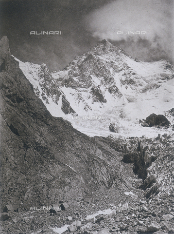 BAF-A-004889-0019 - The expedition in Karakorum and the western Himalaya's by Prince Luigi Amedeo of Savoy, Duke of Abruzzi: a camp at the foot of the South side of K2 - Data dello scatto: 1909 - Archivi Alinari, Firenze