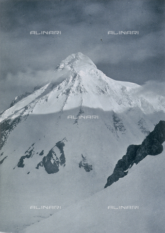 BAF-A-004889-0023 - The expedition in Karakorum and in the western Himalaya's by Prince Luigi Amedeo of Savoy, Duke of Abruzzi: the East side of K2, seen from the rocks above camp VI - Data dello scatto: 1909 - Archivi Alinari, Firenze