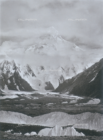 BAF-A-004889-0027 - The expedition in Karakorum and in the western Himalayas by Prince Luigi Amedeo of Savoy, Duke of Abruzzi: K2 seen from the Concordia Amphitheatre - Data dello scatto: 1909 - Archivi Alinari, Firenze