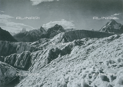 BAF-A-004889-0028 - The expedition in Karakorum and the western Himalaya's by Prince Luigi Amedeo of Savoy, Duke of Abruzzi:the Baltoro glacier - Data dello scatto: 1909 - Archivi Alinari, Firenze