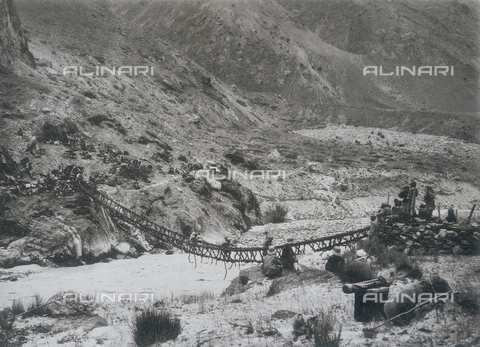 BAF-A-004889-0031 - The Karakorum and Western Himalaya expedition of Prince Luigi Amedeo of Savoy, Duke of Abruzzi: the bridge over the Punmah River - Data dello scatto: 1909 - Archivi Alinari, Firenze