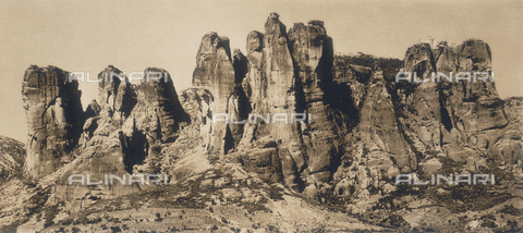 "BAF-A-004894-0088 - ""En Grèce par monts et par vaux"" (""In Greece Through Mountains and Valleys""): Massif of Meteora seen from Kalambaka - Data dello scatto: 1903-1910 - Archivi Alinari, Firenze"