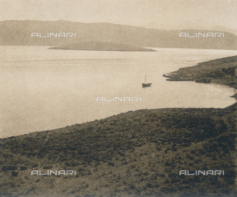 "BAF-A-004894-0099 - ""En Grèce par monts et par vaux"" (""In Greece Through Mountains and Valleys""): port of Halkide on the Island of Euboea - Data dello scatto: 1903-1910 - Archivi Alinari, Firenze"
