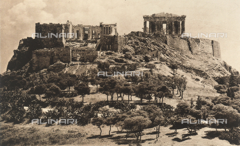 "BAF-A-004894-0103 - ""En Grèce par monts et par vaux"" (""In Greece Through Mountains and Valleys""): the Acropolis of Athens surrounded by the Walls of Cimon - Data dello scatto: 1903-1910 - Archivi Alinari, Firenze"