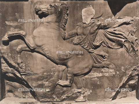 "BAF-A-004894-0105 - ""En Grèce par monts et par vaux"" (""In Greece Through Mountains and Valleys""): detail of the western frieze of the Parthenon in Athens - Data dello scatto: 1903-1910 - Archivi Alinari, Firenze"
