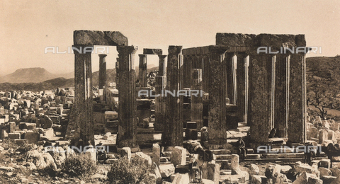 "BAF-A-004894-0112 - ""En Grèce par monts et par vaux"" (""In Greece Through Mountains and Valleys""): ruins of the Temple of Apollo in Phigalia - Data dello scatto: 1903-1910 - Archivi Alinari, Firenze"