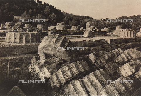 "BAF-A-004894-0113 - ""En Grèce par monts et par vaux"" (""In Greece Through Mountains and Valleys""): ruins of the Temple of Zeus at Olympia - Data dello scatto: 1903-1910 - Archivi Alinari, Firenze"