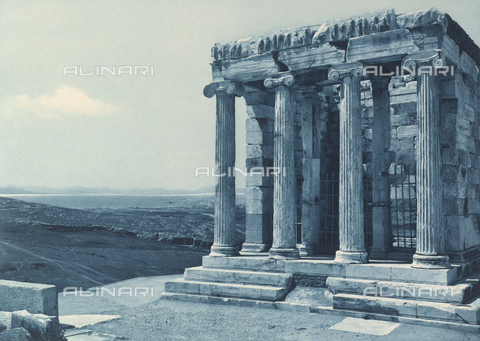 "BAF-A-004894-102A - ""En Grèce par monts et par vaux"" (""In Greece Through Mountains and Valleys""): Temple of Athena Nike on the Acropolis in Athens - Data dello scatto: 1903-1910 - Archivi Alinari, Firenze"