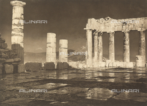 "BAF-A-004894-106B - ""En Grèce par monts et par vaux"" (""In Greece Through Mountains and Valleys""): Parthenon after a storm - Data dello scatto: 1903-1910 - Archivi Alinari, Firenze"
