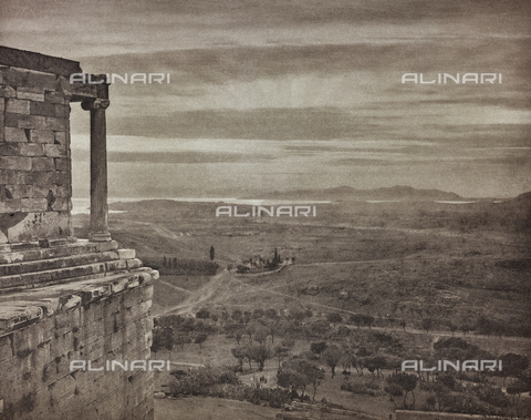 "BAF-A-004894-106C - ""En Grèce par monts et par vaux"" (""In Greece Through Mountains and Valleys""): Valley of Athens from the heights of the Propylaea - Data dello scatto: 1903-1910 - Archivi Alinari, Firenze"