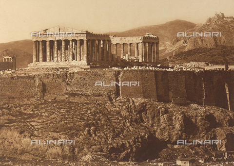 "BAF-A-004894-118A - ""En Grèce par monts et par vaux"" (""In Greece Through Mountains and Valleys""): the Parthenon ans walls of Cimon on the Acropolis of Athens - Data dello scatto: 1903-1910 - Archivi Alinari, Firenze"