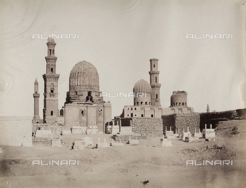 BAQ-A-001543-0124 - General view of the tombs of the Mamelukes, Cairo - Data dello scatto: 1870 ca. - Archivi Alinari, Firenze