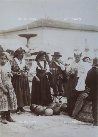 BAQ-F-001133-0000 - Farmers in the countryside of Caserta - Data dello scatto: 1907 - 1913 - Archivi Alinari, Firenze