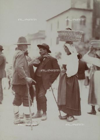 BAQ-F-001137-0000 - Group of people in local dress - Data dello scatto: 1907 - 1913 - Archivi Alinari, Firenze