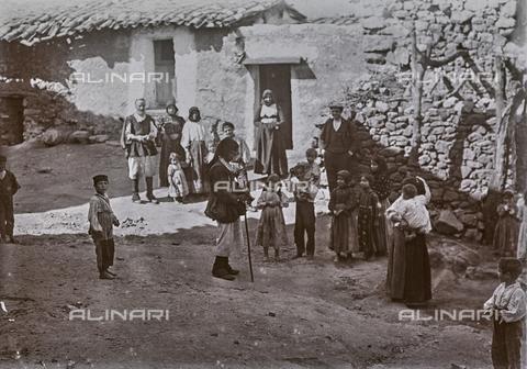 BAQ-F-001159-0000 - Strada di paese, Sardegna - Data dello scatto: 1900-1910 - Raccolte Museali Fratelli Alinari (RMFA), Firenze