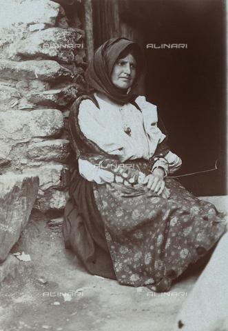 BAQ-F-001164-0000 - Ritratto di donna sarda - Data dello scatto: 1903 - Raccolte Museali Fratelli Alinari (RMFA), Firenze