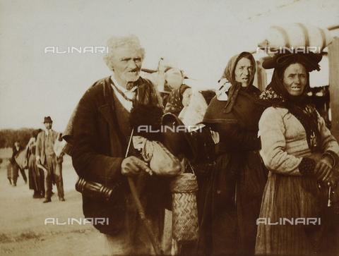 BAQ-F-001185-0000 - Group of old farmers - Data dello scatto: 1903 - Archivi Alinari, Firenze