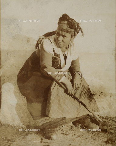 BAQ-F-001187-0000 - Ritratto di donna - Data dello scatto: 1903 - Raccolte Museali Fratelli Alinari (RMFA), Firenze