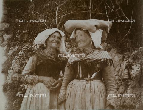 BAQ-F-001190-0000 - Due anziane donne - Data dello scatto: 1903 - Raccolte Museali Fratelli Alinari (RMFA), Firenze