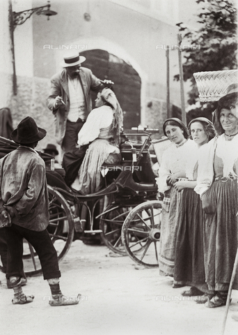 BAQ-F-001286-0000 - Il dentista itinerante a Gallinaro, Frosinone - Data dello scatto: 1910 - Raccolte Museali Fratelli Alinari (RMFA), Firenze