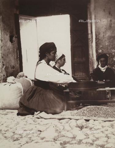 BAQ-F-001298-0000 - Donne al lavoro a Gallinaro, Frosinone - Data dello scatto: 1910 - Raccolte Museali Fratelli Alinari (RMFA), Firenze