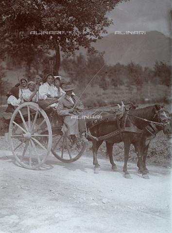 BAQ-F-001366-0000 - Carretto trainato da due cavalli a Gallinaro, Frosinone - Data dello scatto: 1910 - Raccolte Museali Fratelli Alinari (RMFA), Firenze
