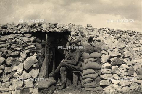 BCA-F-000004-0000 - A soldier seated at the entrance to a bunker during World War I - Data dello scatto: 1915 - 1918 ca. - Archivi Alinari, Firenze