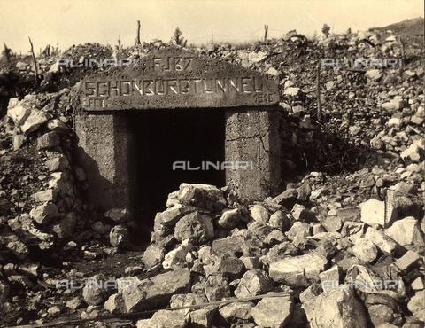 BCA-F-000037-0000 - The entrance to an Austrian bunker on Mount San Michele nel Carso, during World War I - Data dello scatto: 1915 - 1918 ca. - Archivi Alinari, Firenze