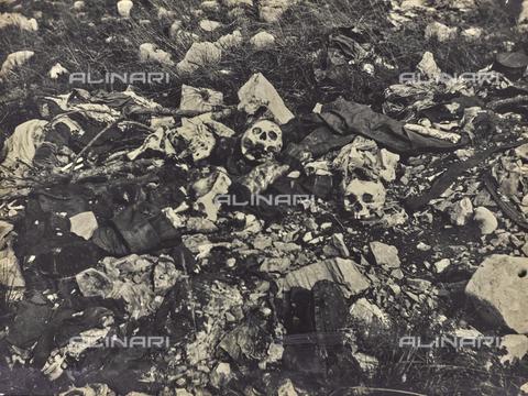 BCA-F-000044-0000 - The skeletral remains of soldiers who died in Carso during World War I - Data dello scatto: 1915 - 1918 ca. - Archivi Alinari, Firenze