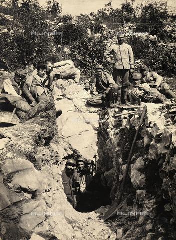 BCA-F-000050-0000 - Testing the terrain before excavating a cavern in Carso, during World War I - Data dello scatto: 1915 - 1918 ca. - Archivi Alinari, Firenze