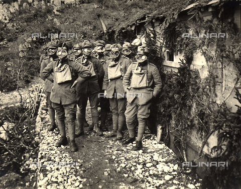 BCA-F-000118-0000 - Soldiers during gas-mask training in the Asiago Plateau, during World War I - Data dello scatto: 1915 - 1918 ca. - Archivi Alinari, Firenze