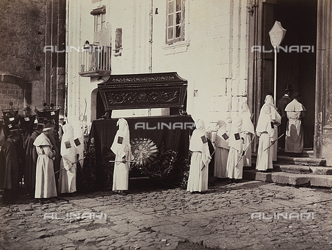 BCC-F-000118-0000 - Naples. The funeral of the Congregation of San Francesco - Data dello scatto: 1880 ca. - Archivi Alinari, Firenze