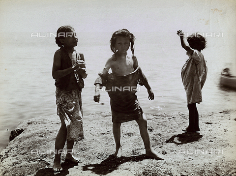 "BCC-F-000188-0000 - ""Naples"": poorly dressed children at the beach - Data dello scatto: 1880 ca. - Archivi Alinari, Firenze"