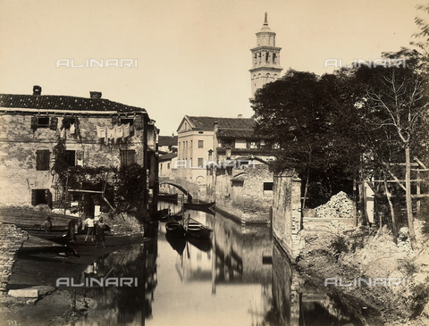 BCC-F-000626-0000 - A glimpse of a Venetian canal - Data dello scatto: 1870-1890 ca. - Archivi Alinari, Firenze