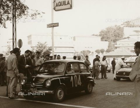 BEA-F-015816-0000 - Giro Automobilistico dell'Umbria: automobili sulla griglia di partenza