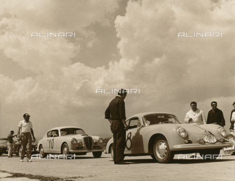 BEA-F-018271-0000 - Umbria Auto Ride: spectators and race car