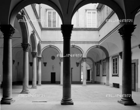 BEN-F-014719-0000 - Courtyard, 1520 c., Baccio d'Agnolo said, Bartolomeo d'Agnolo Baglioni (Florence 1462-1543), Palazzo Ricasoli-Fidolfi, Florence - Raffaello Bencini/Alinari Archives, Florence