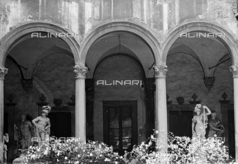BEN-F-014721-0000 - Courtyard, Zanobi del Rosso, Palazzo Del Pugliese or Palazzo Magnani-Feroni, Florence - Raffaello Bencini/Alinari Archives, Florence