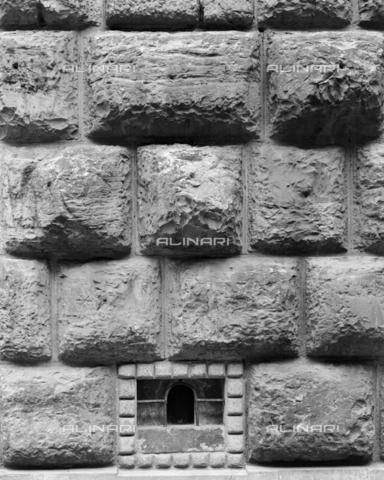 BEN-F-014734-0000 - Facade, 1460, Brunelleschi, Filippo (Florence 1377-1446) (attrib) Michelozzo di Bartolomeo Michelozzi Giuliano da Majano (foreground), Palazzo Strozzino (Piazza Strozzi), Florence - Raffaello Bencini/Alinari Archives, Florence