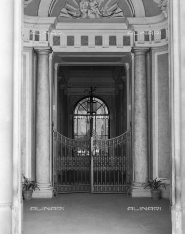 BEN-F-014745-0000 - Inside, detail of a palace, Corso Italy, Piazzale Vittorio Veneto, Florence - Raffaello Bencini/Alinari Archives, Florence