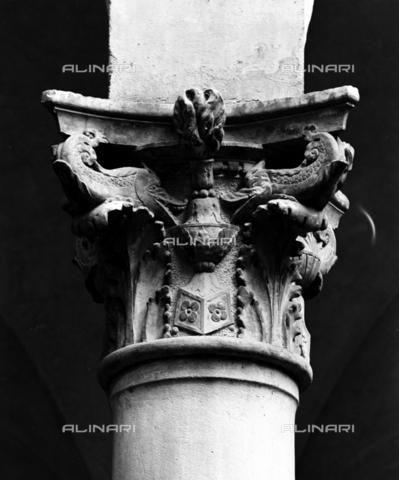 BEN-F-014747-0000 - Capital, ca. 1469, Giuliano da Majano (Florence 1432-Naples 1490), attrib, Palazzo Pazzi-Quaratesi (della conspiracy), Florence - Raffaello Bencini/Alinari Archives, Florence
