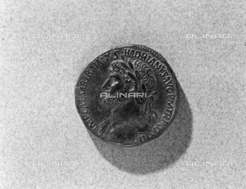 BEN-F-014760-0000 - Coin of Emperor Trajan Hadrian - Raffaello Bencini/Alinari Archives, Florence