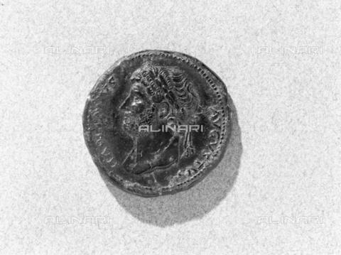 BEN-F-014761-0000 - Coin of Emperor Trajan Hadrian - Raffaello Bencini/Alinari Archives, Florence
